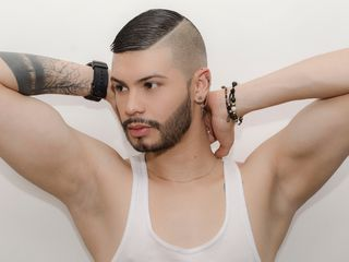 Voir le liveshow de  AGUSTIN9INCHES de Livejasmin - 24 ans - I am a hot boy with good cock, willing to satisfy your desires and fantasies, complacent  ...