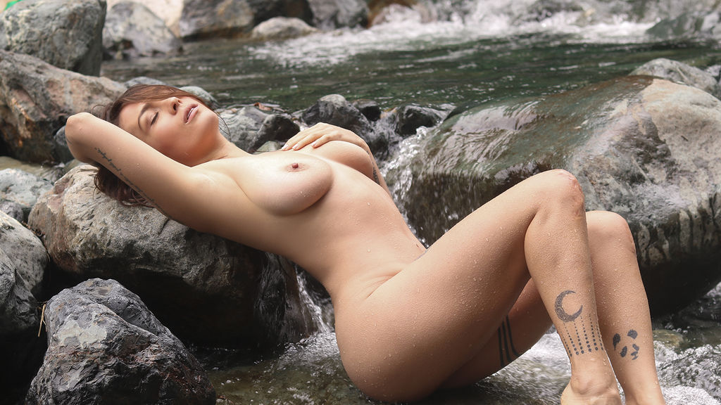 Watch the sexy AnnieSwaff from LiveJasmin at PULA.ws