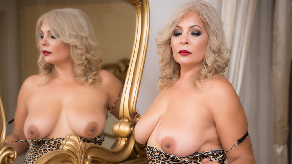 Watch the sexy SweetBlondeQueen from LiveJasmin at GirlsOfJasmin