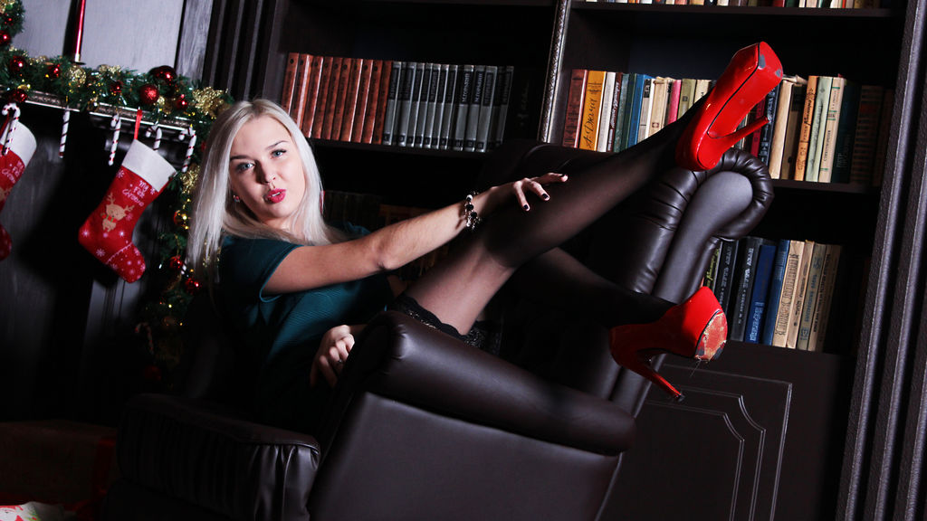 Watch the sexy BritneyDi from LiveJasmin at GirlsOfJasmin