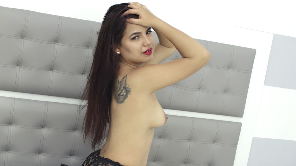 Discover and Live Sex Chat with GemmaMartins on Live Jasmin